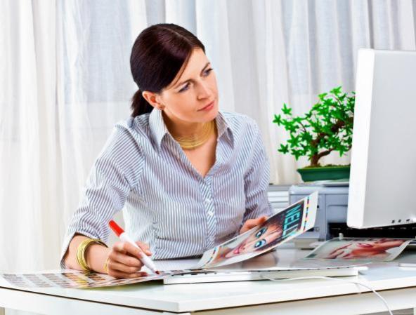 212475-593x450-fashion-editor